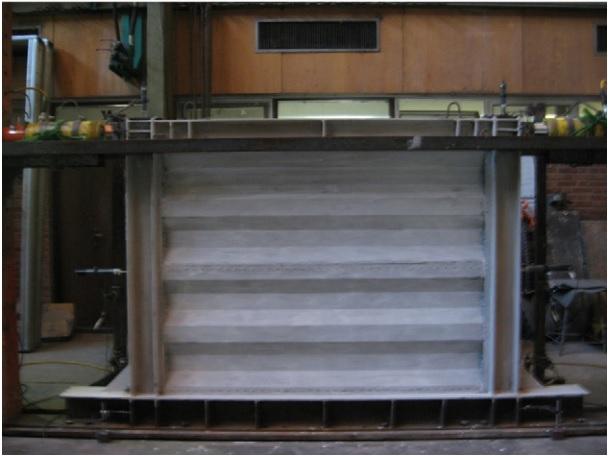 نمونه آزمایشگاهی دیوار برشی فولادی موجدار